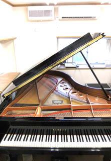 17%29YamahaC5LA-PianoStudio--DrumStudioLAFIESTA.jpg