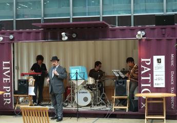 20090702HibiyaPatioKojiFujita.JPG