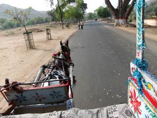 20110403TangaToShantiStupa-Rajgir.jpg