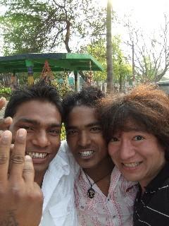 20110404IndianBoys%26KojiFujita-Buddagaya.jpg