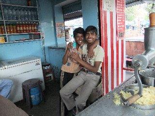 20110405ChicoDeBodegaLassi-Buddagaya.jpg