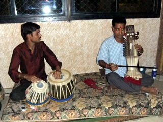 20110408Musician-GangaFujiHome-Banaras.jpg