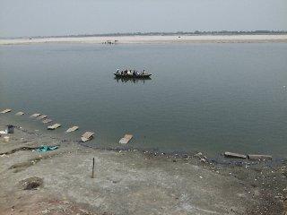 20110409Ganga-Banaras.jpg