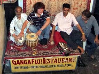 20110409KojiFujita%26Musicians-GangaFujiRestaurant-Banaras.jpg