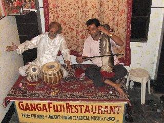 20110409Musicians-GangaFujiRestaurant-Banaras.jpg