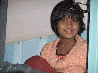 20110410-IndianGirlEnTren-Banaras.jpg