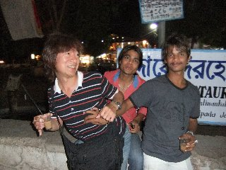 20110410Kundan%26Dabbu%26KojiFujita-Khajuraho.jpg