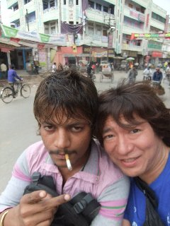 20110412Dabbu%26KojiFujita-Varanasi.jpg