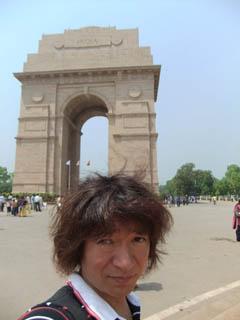 20110413IndianGate%26KojiFujita-Delhi.jpg