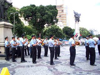 リオで見かけた警察の音楽隊.jpg