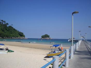 桟橋も立派なサラン村.jpg