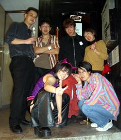 20051026RubberCatお店の入り口で.jpg